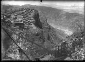 Mexique [paysage de montagne avec cité industrielle] : [photographie de presse] / [Agence Rol]