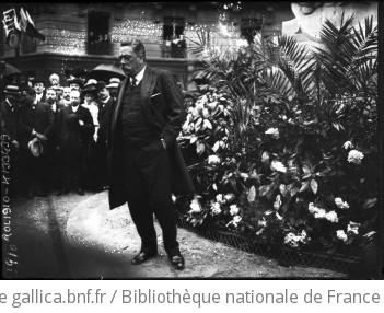 Levallois, monument Braun, discours de M. Thomson : [photographie de presse] / [Agence Rol]   Agence Rol. Agence photographique