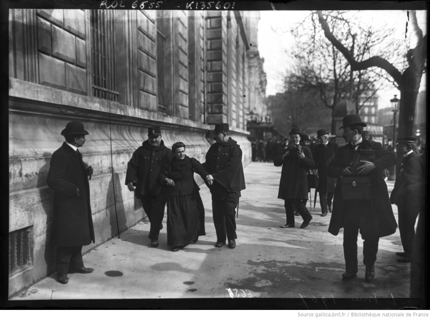 1er Mai 1907 [arrestation d'une femme] : [photographie de presse] / [Agence Rol]