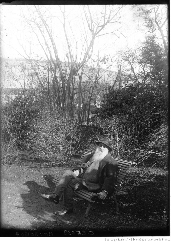 Claude monet peintre dans son jardin photographie de for Bruler dans son jardin