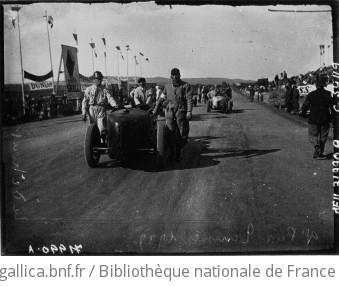 Grand prix de Tunisie : les voitures avant le départ : [photographie de presse] / Agence Meurisse