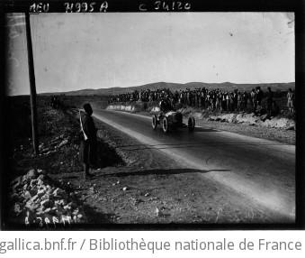 Grand prix de Tunisie : Brilli Péri sur Alfa Roméo, passage : [photographie de presse] / Agence Meurisse