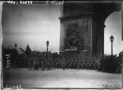Soldats polonais à l'Arc de Triomphe  Agence Meurisse, le 14 juillet 1919