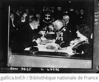 Dr Sahm, maire de Dantzig et le Général Von Mackensen pendant la réunion pour le Dantzig allemand : [photographie de presse] / Sennecke