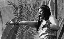"""[Enregistrements sonores] / Au stade de Colombes : représentation de """"Aïda"""" (différentes scènes) : [photographie de presse] / Agence Mondial, 1932 - source : gallica.bnf.fr / BnF"""