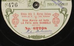 La fata delle bambole : Gran marcia nel ballo ; Beyer, comp. ; Musica della R. Marina Italiana ; diretta dal M.° Cav. Seba Matacena