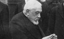 """""""Inauguration du musée Guimet : Monsieur Guimet attend Fallières"""". Agence Meurisse, 1910. EI-13 (2447)"""