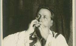 Colea'n vale la fântâna : joué avec une écorce de bouleau (frunză) ; Hubert Pernot, collecteur ; D. Ciorobea, jeu sur écorce de bouleau