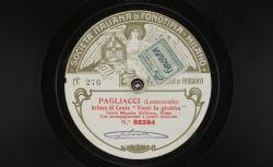 """Pagliacci. Arioso di Canio : """"Vesti la giubba"""" ; Ruggero Leoncavallo, comp. ; Mario Gilion, ténor ; acc. d'orchestre - source : gallica.bnf.fr / BnF"""