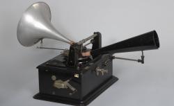 Prototype du Ronéophone utilisé par Ferdinand Brunot pour son enquête dans les Ardennes en juin 1912.