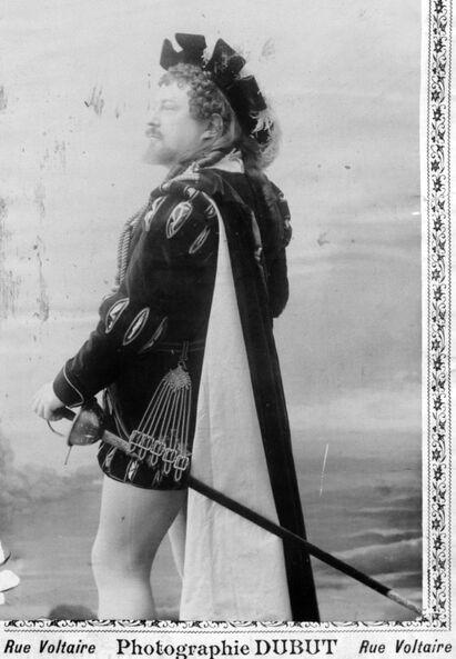 M. Gluck [ténor, rôle de Faust, opéra Faust de Gounod, Théâtre d'Angers, octobre 1896]. Image publiée à Angers le 10 octobre 1896 dans le journal : Le Théâtre illustré