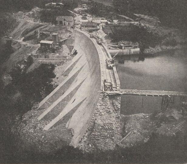 Le barrage des Combes dans les gorges de la Creuse. Image publiée à Limoges le 1er août 1927 dans le journal : La Revue limousine