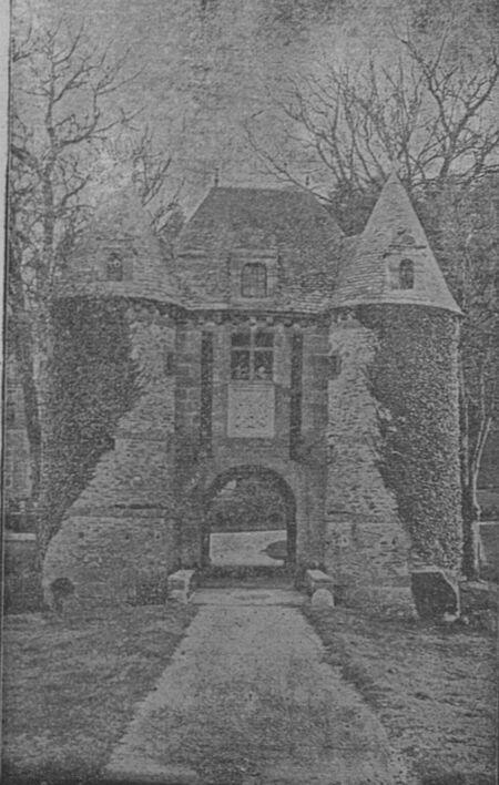 Poterne du château de Nacqueville. Image publiée à Cherbourg en 1906 dans le journal : Bulletin de la Société artistique et industrielle de Cherbourg