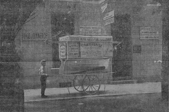 Voitures-réclame. Image publiée à Cannes le 6 mai 1908 dans le journal : La Petite patrie de Cannes et du Cannet