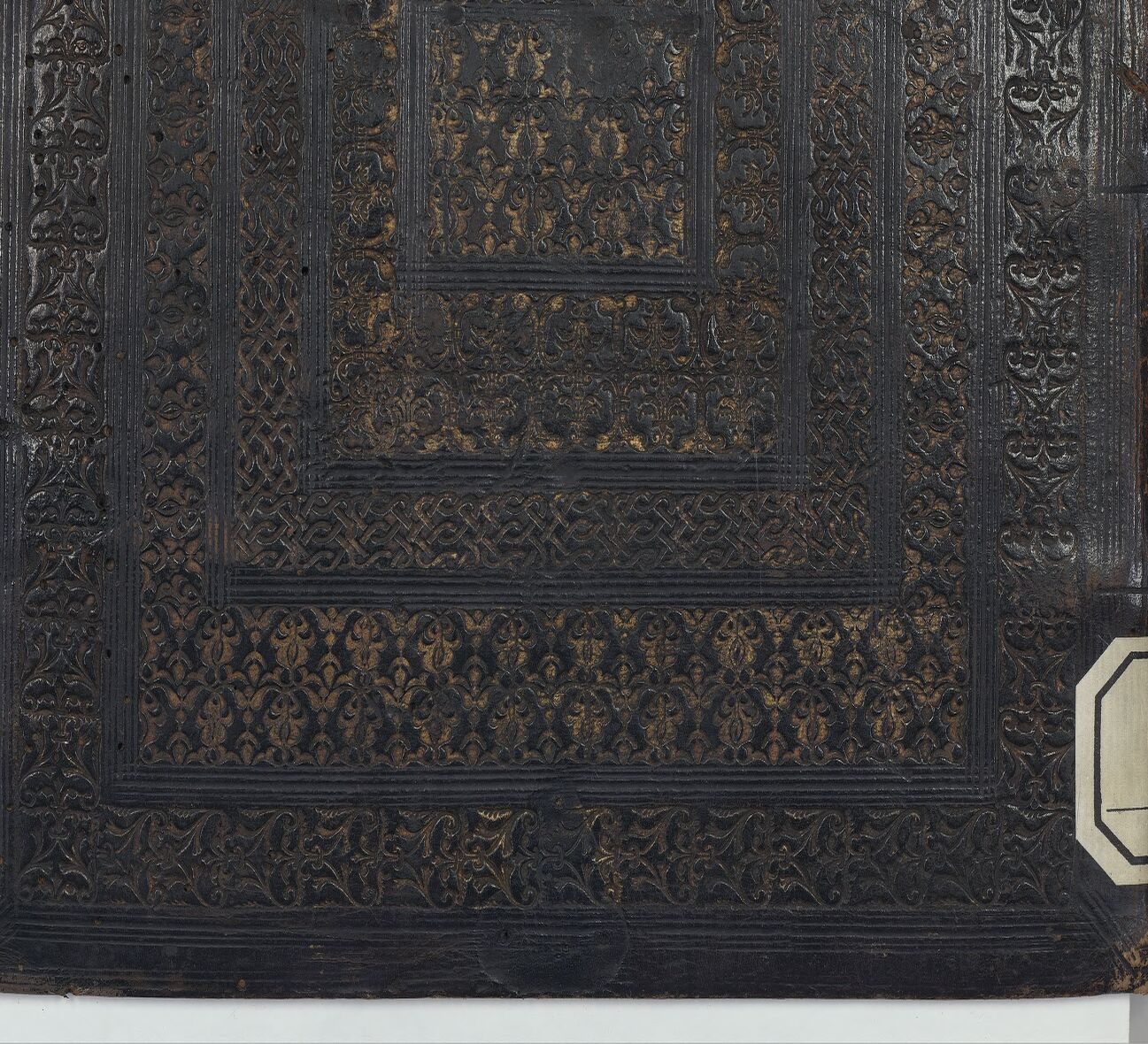 Tooled binding