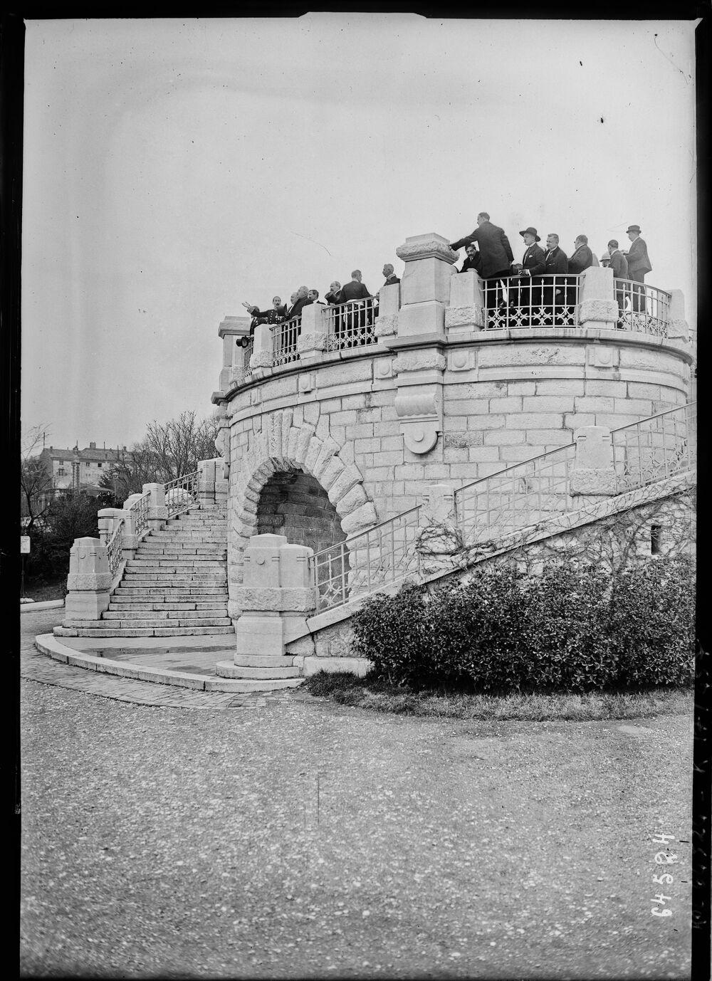 [Valence, Parc Jouvet, accés depuis le Champ de Mars, visite de M. Millerand le 15 mars 1921] : [photographie de presse] / [Agence Rol]