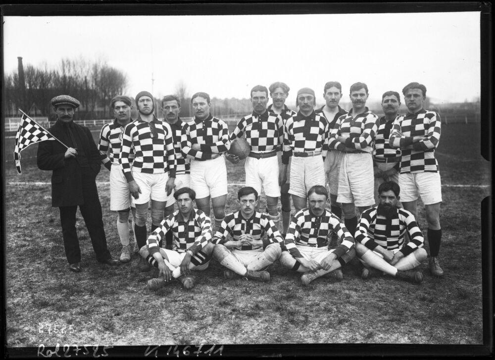 9-3-13, équipe de l'U.S romanaise [rugby, à Colombes] : [photographie de presse] / [Agence Rol]